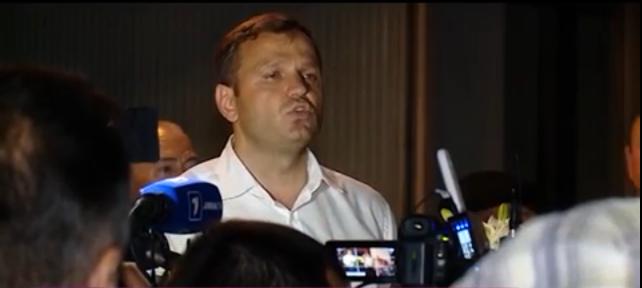 Андрей Нэстасе, рядом с палатками, установленными перед МВД: этой ночью могут быть задержания