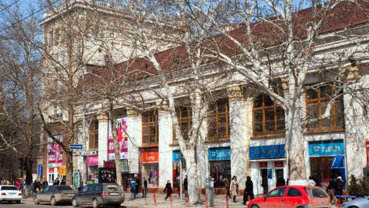 Порошенко продал торговый центр в столице Молдавии